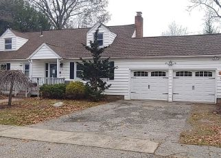 Foreclosed Home en BURBANK DR, Stratford, CT - 06614