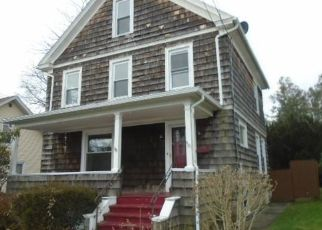 Foreclosed Home en S LEDYARD ST, New London, CT - 06320