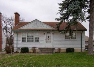 Foreclosed Home in OAKWOOD AVE, Eastpointe, MI - 48021