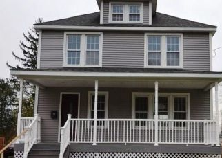Foreclosed Home en MERCIER AVE, Bristol, CT - 06010