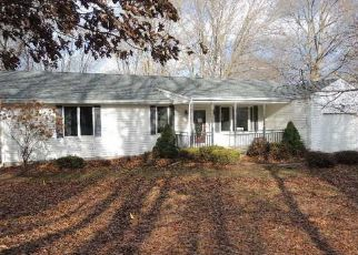 Foreclosed Home en KATHLEEN WAY, Manchester, CT - 06042