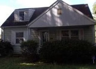 Foreclosed Home in CARROLL ST, Saint Albans, WV - 25177