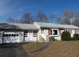Foreclosed Home en SUN ST, Enfield, CT - 06082
