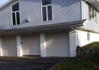 Foreclosed Home en CHURCH ST, Moscow, PA - 18444