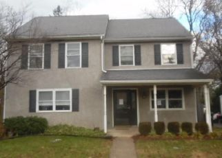 Foreclosed Home en OXFORD CIR, Norristown, PA - 19403