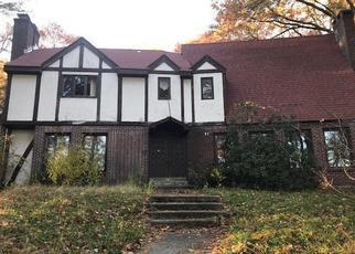 Foreclosed Home en LAURA RD, Hamden, CT - 06514