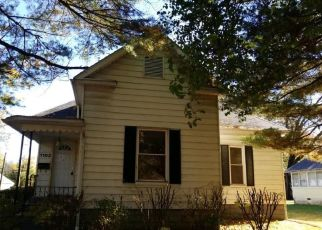 Foreclosed Home in S MAIN ST, Benton, IL - 62812