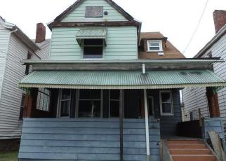 Foreclosed Home en SHAW AVE, Clairton, PA - 15025