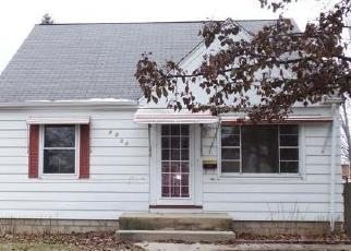 Foreclosed Home en W METCALF PL, Milwaukee, WI - 53222