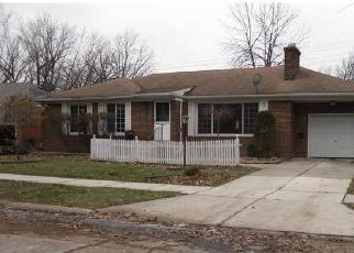 Foreclosed Home en PETERSBURG AVE, Eastpointe, MI - 48021