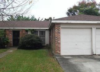Foreclosed Home in REDBUD LN, Harvey, LA - 70058