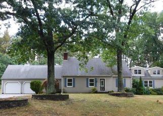 Foreclosed Home en OLDE SALEM DR, Somers, CT - 06071