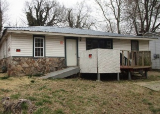 Foreclosed Home en HENDERSON AVE, Poplar Bluff, MO - 63901