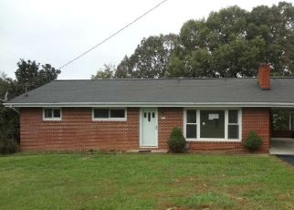 Foreclosed Home in HUTCHINSON DR, Kingsport, TN - 37660