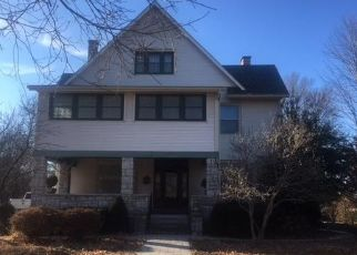 Foreclosed Home in S MAPLE ST, Carthage, MO - 64836