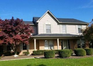 Foreclosed Home en PINEHURST DR, Canton, MI - 48188