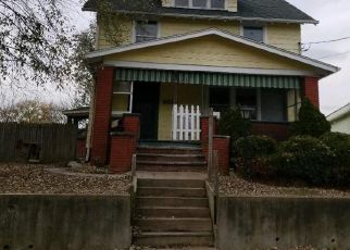 Foreclosed Home en EDWARDS AVE NE, Canton, OH - 44705