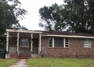 Foreclosed Home en S PARKWOOD DR, Savannah, GA - 31404