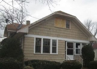 Foreclosed Home in HINMAN ST, Aurora, IL - 60505