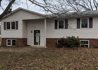 Foreclosed Home en ELMHURST RD, Severn, MD - 21144