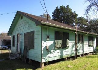 Foreclosed Home in HENDERSON ST, Houma, LA - 70364