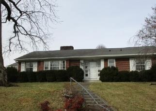 Foreclosed Home en OAKLAND DR, Pulaski, VA - 24301