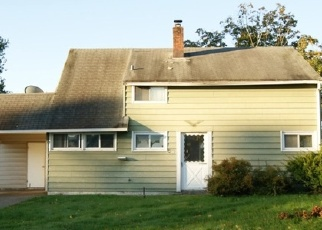 Foreclosed Home en WILDFLOWER RD, Levittown, PA - 19057