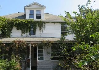 Foreclosed Home en E 6TH ST, Wyoming, PA - 18644