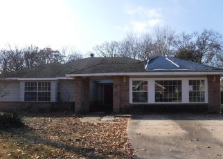 Foreclosed Home in CHEROKEE DR, Gentry, AR - 72734
