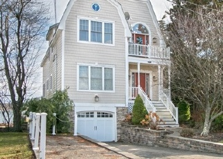 Foreclosed Home en JUPITER POINT RD, Groton, CT - 06340