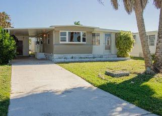 Foreclosed Home en SAN REMO CIR, Naples, FL - 34112