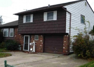 Foreclosed Home en HARRISON ST, Bellmore, NY - 11710