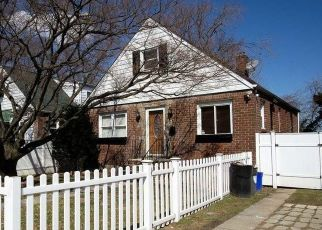 Foreclosed Home en 130TH AVE, Springfield Gardens, NY - 11413