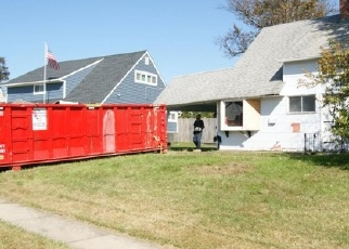 Foreclosed Home en RED MAPLE LN, Levittown, PA - 19055