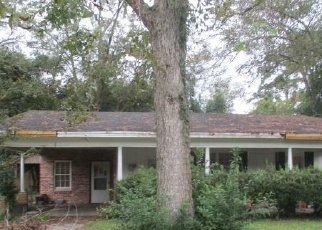 Foreclosed Home en E 11TH ST, Adel, GA - 31620