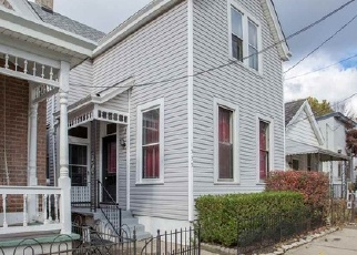 Foreclosed Home in SAINT CLAIR ST, Covington, KY - 41011