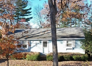Foreclosed Home en JACKSON DR, West Suffield, CT - 06093