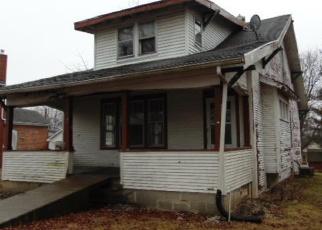Foreclosed Home in N MAIN ST, Hillsboro, IL - 62049
