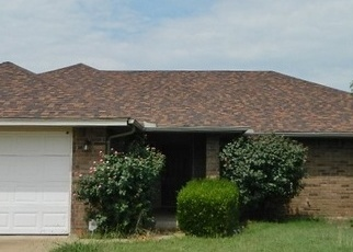 Foreclosed Home in HUDDLESTON DR, Cache, OK - 73527