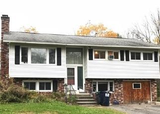 Foreclosed Home en THORNBERRY DR, Glens Falls, NY - 12801