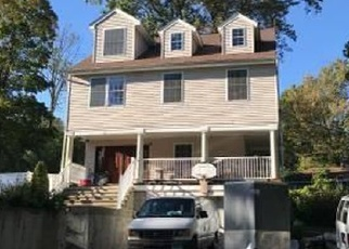 Foreclosed Home en IROQUOIS RD, Middlefield, CT - 06455