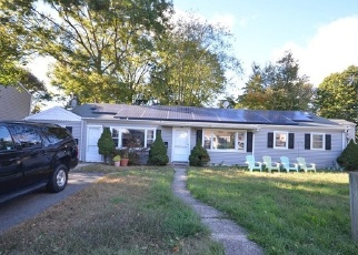 Foreclosed Home en BAROS ST, Fairfield, CT - 06824