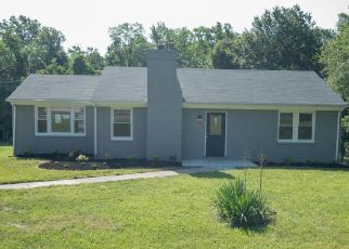 Foreclosed Home en HENDERSON RD, Temple Hills, MD - 20748