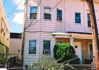 Foreclosed Home en 125TH ST, South Richmond Hill, NY - 11419
