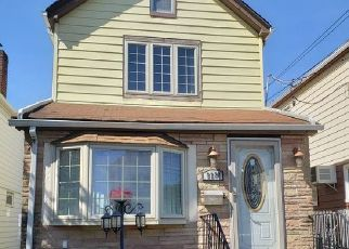 Foreclosed Home en 212TH PL, Queens Village, NY - 11428