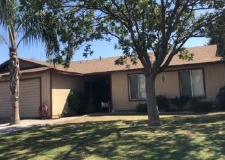 Foreclosed Home en COLLEGE DR, Delano, CA - 93215