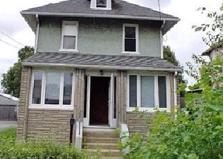 Foreclosed Home en AMOSLAND RD, Prospect Park, PA - 19076