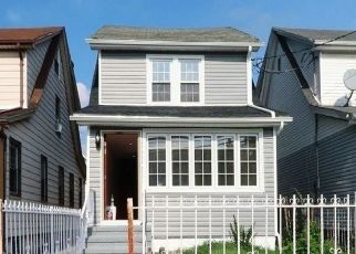 Foreclosed Home en 208TH ST, Queens Village, NY - 11428