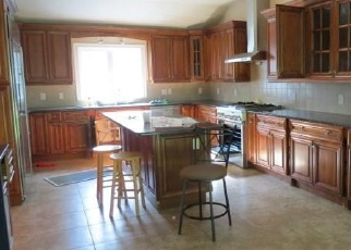 Foreclosed Home en CROSS HWY, Westport, CT - 06880