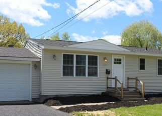 Foreclosed Home en ONTARIO PL, Liverpool, NY - 13088